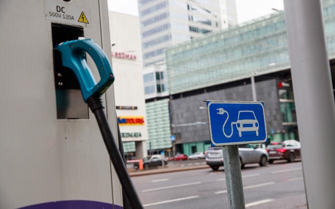 В дальнейшем быстрые зарядки будут оснащены разъемами CCS, которые подходят для европейских и корейских электромобилей.