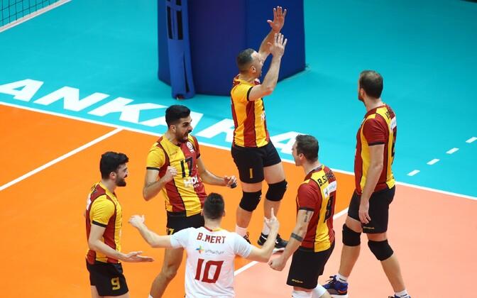 Oliver Venno (paremal) ja Galatasaray