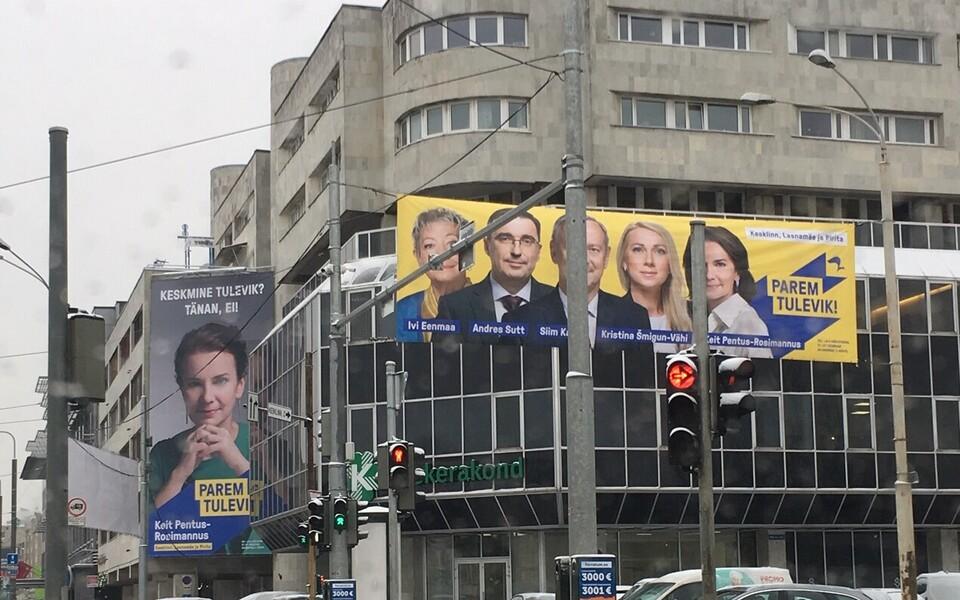Самые большие долги – у центристов и реформистов. На фото: реклама реформистов на здании штаб-квартиры центристов.