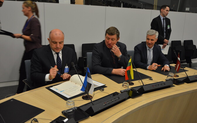 Minister of Defence Jüri Luik (left) signing the original BALTNET agreement with defense ministers from Latvia and Lithuania last October.