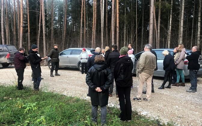 Ohtu külaelanike ja RMK kohtumine Pihu metsa rajatud väljaveotee peal.