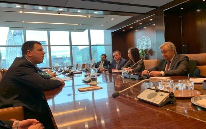 UN Secretary-General  António Guterres (right) meeting with Estonian Prime Minister Jüri Ratas in New York on Monday.