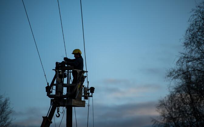 Power line repair in Võru County following the October storm. October 2019.