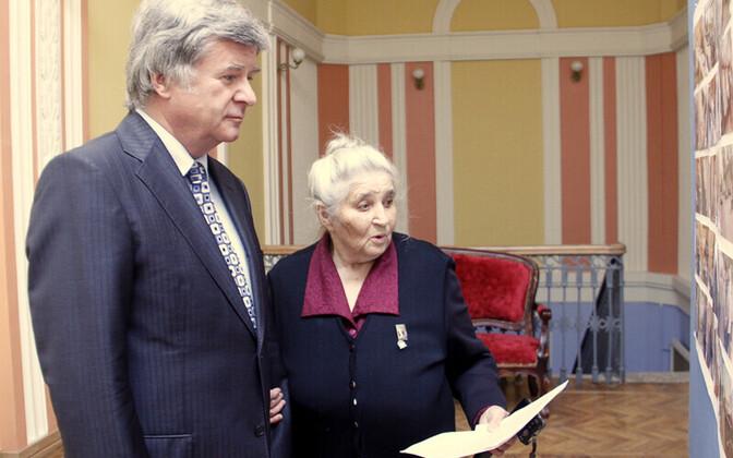 Посол России Александр Петров и Лидия Кашнова.