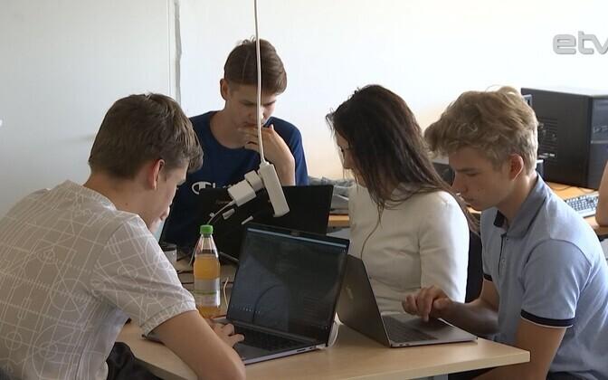 Ученикам больше по душе практические задания. На фото летняя школа стартапов в Таллинне.