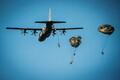Briti ja Eesti langevarjurid maandusid Nurmsi lennuväljale
