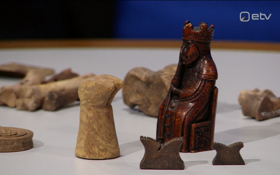 Tallinna Ülikooli arheoloogia teaduskogu hoidja Heidi Luik näitas