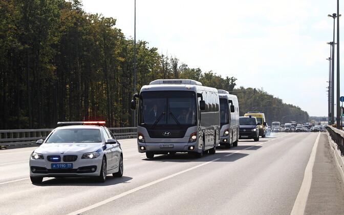 Eelmise vangide vahetusega Ukrainast Venemaale toodud inimesed bussis.