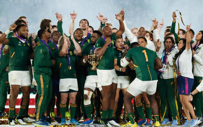 Lõuna-Aafrika Vabariigi ragbimeeskond võitu tähistamas.