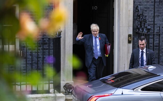 Борис Джонсон у своей резиденции в Лондоне.