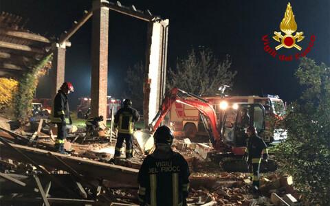Итальянские спасатели на месте взрыва.