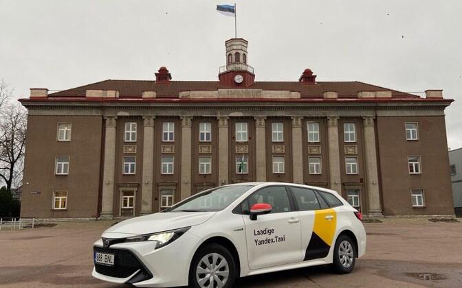 A car in Yandex.Taxi livery in Jõhvi.
