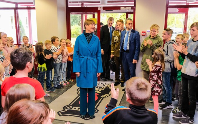 President Kersti Kaljulaid at another Ida-Viru County school, in Kiviõli.