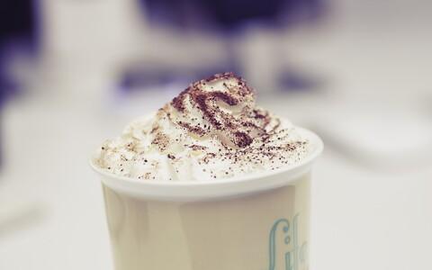 Кофе со взбитыми сливками.
