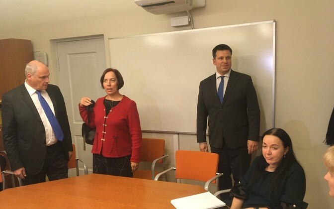 Monica Rand (seated) with, standing from left, Jaan Toots, head of Centre's Tartu branch, Mailis Reps, and Jüri Ratas, at Thursday night's meeting.