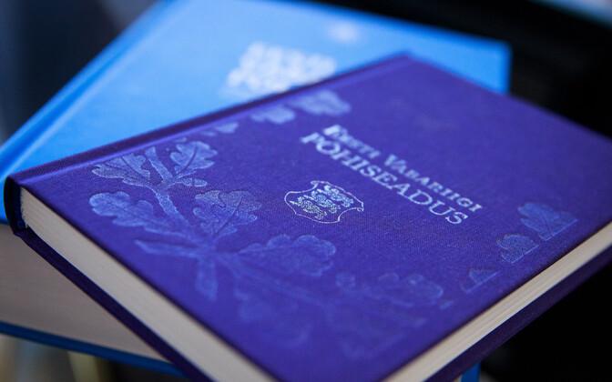 Estonian constitution in paper form.