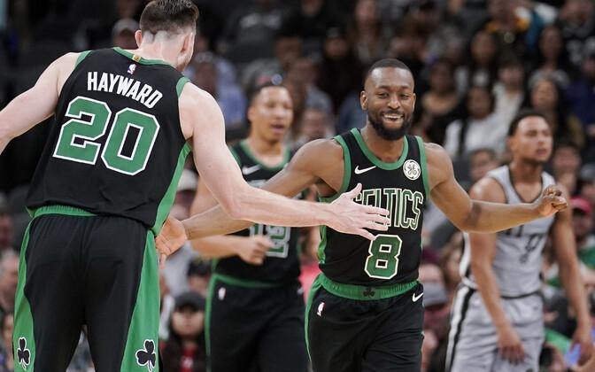 Gordon Hayward ja Kemba Walker Boston Celticsi mängus San Antonio Spursi vastu