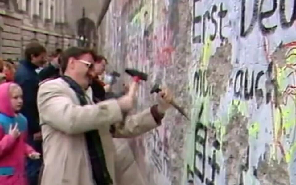 Падение Берлинской стены.