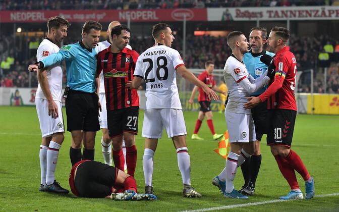 Eintrachti kaotusmängus Freiburgile nähti kolme punast kaarti ja ühte väravat