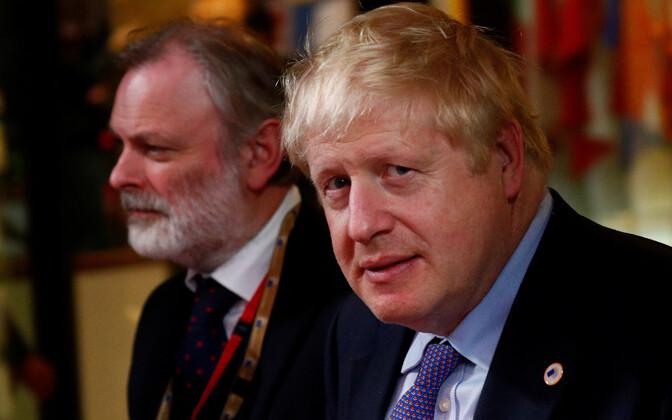Vasakult: Briti suursaadik EL-i juures Tim Barrow ja peaminister Boris Johnson.