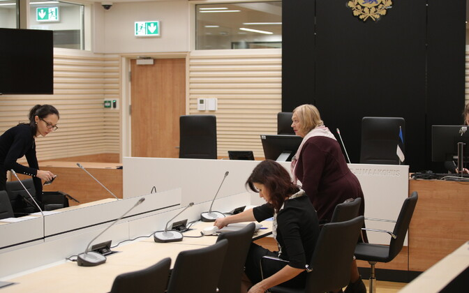 Ringkonnaprokurör Kelly Kruusimägi (vasakul) ja süüdistatava kaitsjad Anu Vilt ja Sirje Must neljapäeval kohtus.