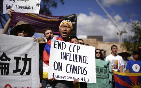 Meeleavaldus Hiina mõju vastu Austraalia ülikoolides, Brisbane 2019. aasta juuli.
