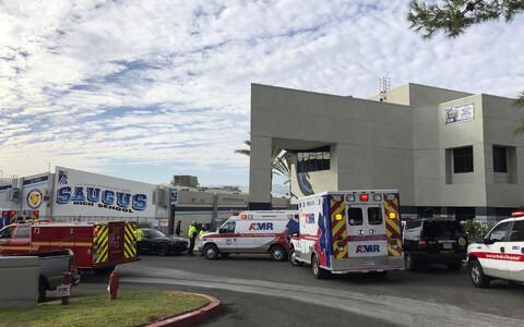 Машины скорой помощи на месте происшествия.