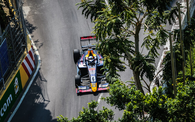 Jüri Vips (Hitech(Red Bull) in action on the streets of Macau.