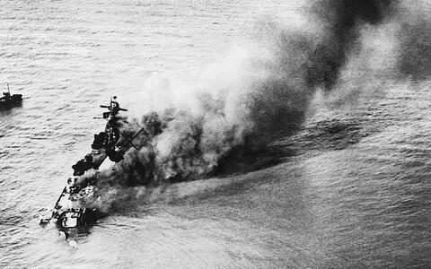 Saksa taskulahingulaev (soomuslaev) Admiral Graf Spree põleb enne põhjaminekut Uruguay pealinna Montevideo lähistel 17. detsembril 1939. Laeva hävitas tema enda meeskond, et see ei langeks Inglise laevastiku kätte. Kapten lasi kolm päeva hiljem end maha.