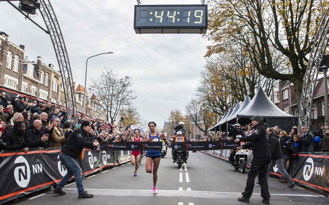 Letesenbet Gidey maailmarekordilise ajaga finišeerimas.