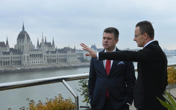 Министр иностранных дел Урмас Рейнсалу и его венгерский коллега Петер Шиярто в Будапеште.