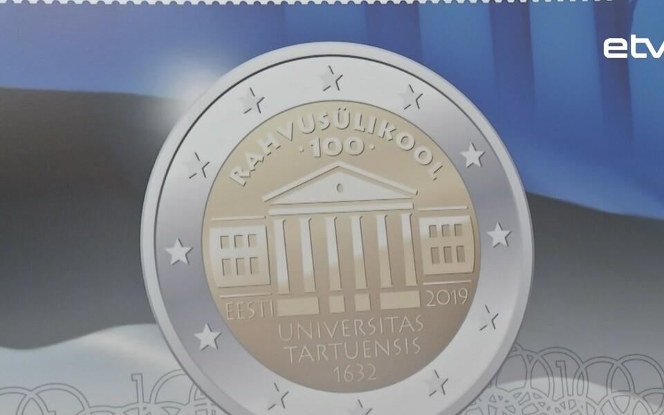 К столетию открытия в Эстонии народного университета (Тартуского) был выпущен миллион монет достоинством 2 евро и 30 тысяч почтовых марок с эксклюзивным дизайном.
