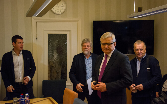 Mati Vetevool and Tarmo Tamm at a meeting of the Rural Affairs Committee of the Riigikogu.
