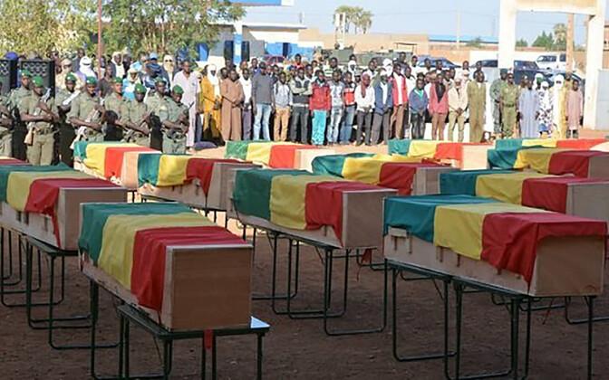 Rünnakus hukkunud Mali sõdurite matusetseremoonia.