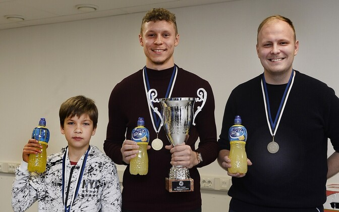 Markus Poom (keskel)