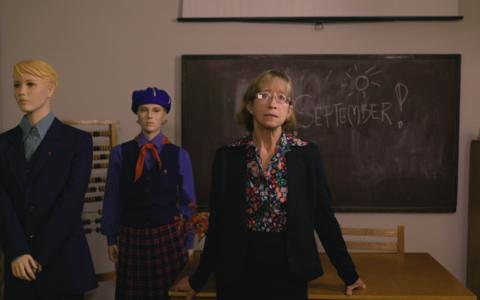 Tallinna Ülikooli Eesti Pedagoogika Arhiivmuuseumi peavarahoidja Marga Lvova ja erinevate ajastute koolivormid.