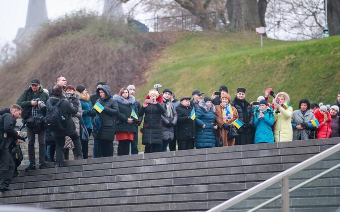 Ukrainians waiting for Ukrainian President Volodymyr Zelensky at Tallinn's Freedom Square.