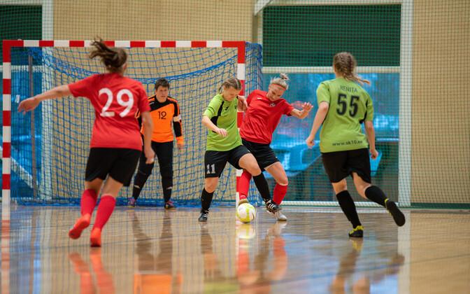 Naiste saalijalgpalli karikavõistlused