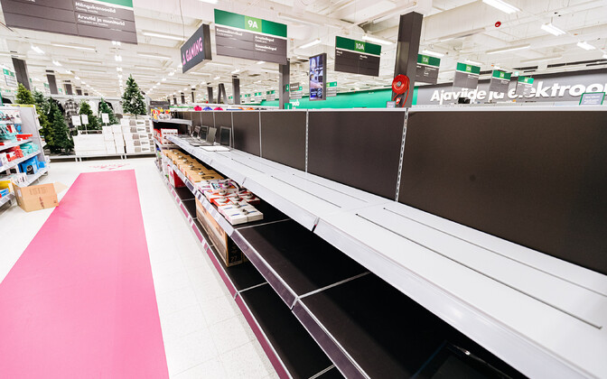 Empty shelves at a Prisma shopping mall (photo is illustrative).
