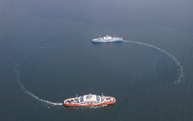 Паромы Пирет и Тыль в проливе Виртсу.