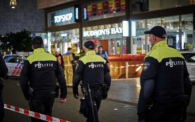 Haagi politsei rünnakupaigas.