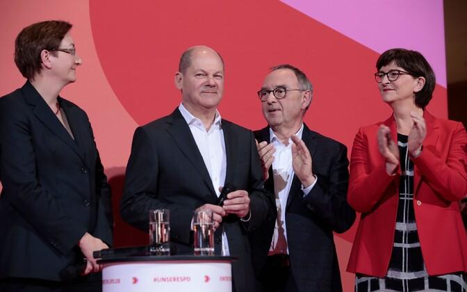 Vasakult: Klara Geywitz, Olaf Scholz,  Norbert Walter-Borjans ja Saskia Esken.