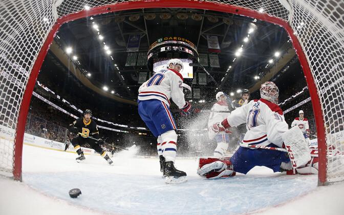 Montreal Canadiensi väravavaht Carey Price lasi viimasel kolmandikul väravasse kolm litrit