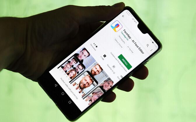 FaceAppi rakendus nutitelefonis.