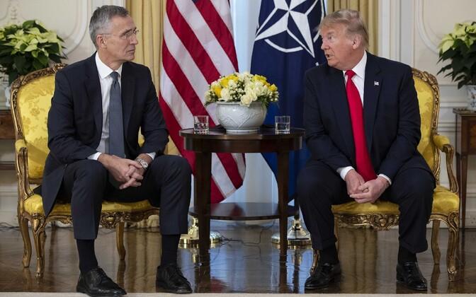 Президент США Дональд Трамп на встрече с генеральным секретарем НАТО Йенсом Столтенбергом.