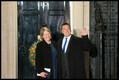 Jüri Ratas koos abikaasa Kariniga Londonis Downing Street 10 ees