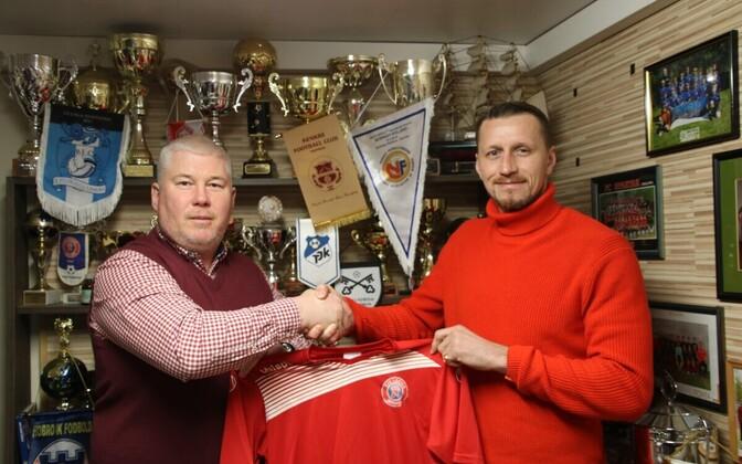 Член правления клуба Михаил Артюхов и вратарь Павел Лондак.