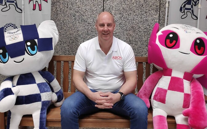 Riho-Bruno Bramanis 2020. aasta Tokyo olümpiamängude maskottide Miraitowa (vasakul) ja Someityga.