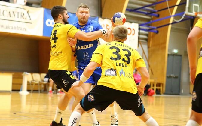 Karikavõistluste esimese poolfinaali kolm resultatiivset meest ühel pildil: vasakult Markus Viitkar, Vladislav Naumenko ja Kaspar Lees.
