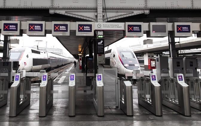 Gare de Lyoni raudteejaam on tühi.